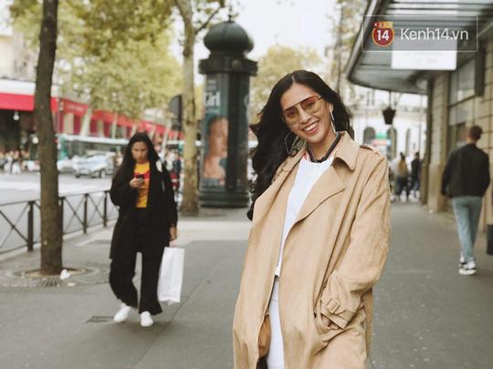 Hoa hậu Tiểu Vy mặt mộc dạo phố Paris - Ảnh 8.