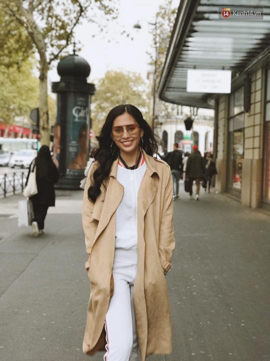 Hoa hậu Tiểu Vy mặt mộc dạo phố Paris - Ảnh 9.