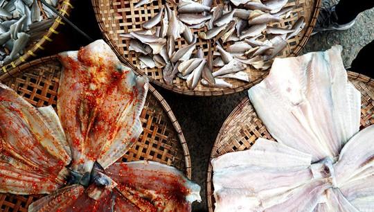 Thiên đường hải sản tươi rói ở chợ ngoại ô Sài Gòn - Ảnh 9.
