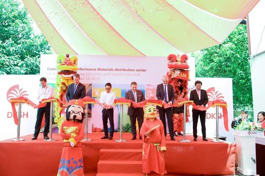 DKSH khánh thành trung tâm phân phối mới tại Việt Nam - Ảnh 1.