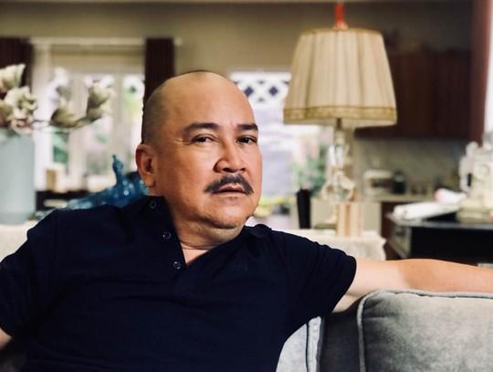 Nghệ sĩ Hoàng Sơn mua trả góp nhẫn cưới - Ảnh 1.