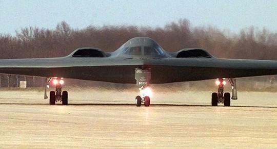 Mỹ điều máy bay ném bom tàng hình B-2 dằn mặt Trung Quốc - Ảnh 1.