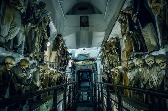 7 địa điểm ma quái nổi tiếng, thách thức nỗi sợ của du khách - Ảnh 1.