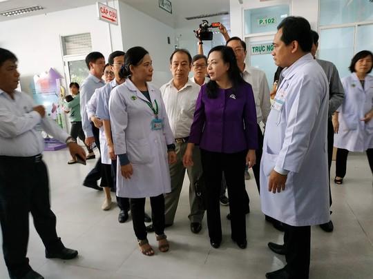 Bộ trưởng Bộ Y tế nhắc bài học cay đắng khi đến BV Nhi Đồng 2 - ảnh 1