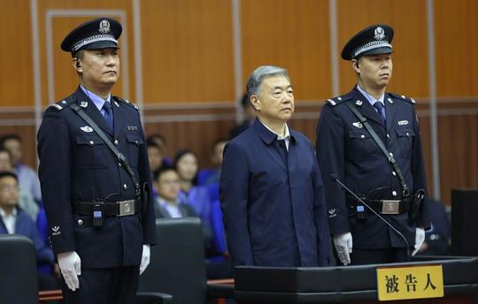 Biến mất 6 tháng, tỉ phú Trung Quốc bị cáo buộc hối lộ - Ảnh 1.