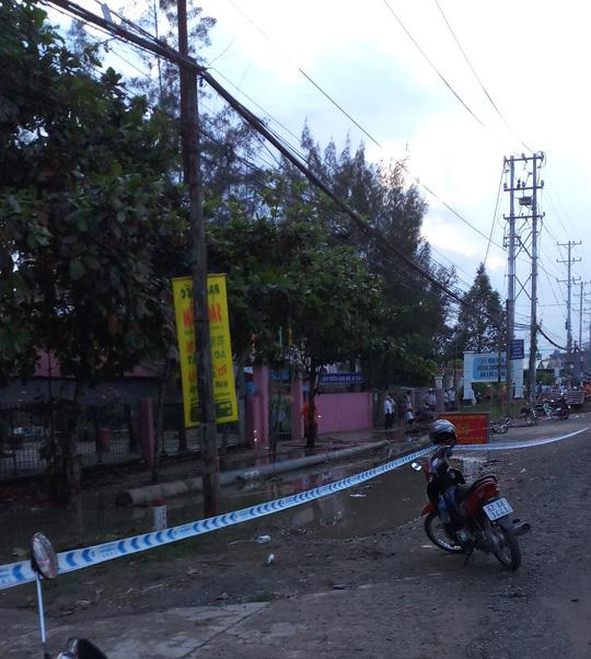 Đứt dây điện trước trường, 2 học sinh tử vong, 4 em bị thương - Ảnh 2.