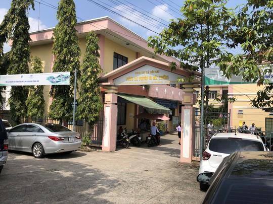 Bắt Giám đốc chi nhánh Văn phòng đăng ký đất đai Bến Cát - Ảnh 1.