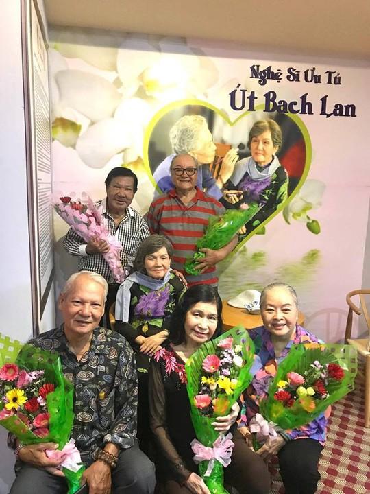 Giỗ đầu danh ca Út Bạch Lan, nghệ sĩ tề tựu tưởng nhớ sầu nữ - Ảnh 3.