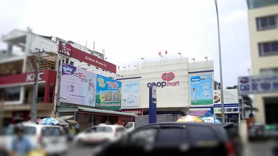Doanh thu 2 tỉ đồng/ngày, Co.opmart Đinh Tiên Hoàng phải đóng cửa vì bị đòi mặt bằng - ảnh 1