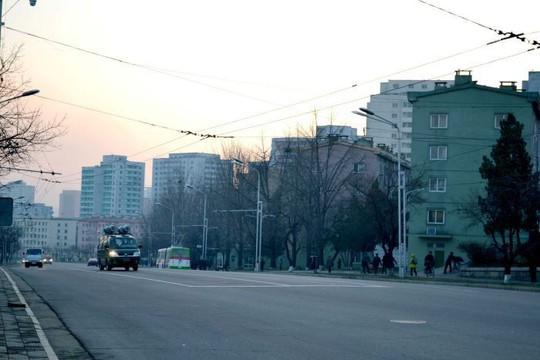 Các nhà ngoại giao và cuộc sống tắt hết đèn sau 9 giờ tối ở Triều Tiên - ảnh 4