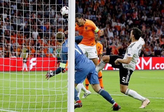 Địa chấn Nations League, lốc da cam Hà Lan cuốn phăng xe tăng Đức - Ảnh 3.