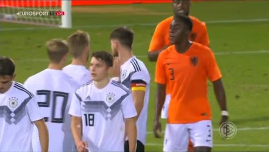 """""""Phun mưa"""", sao trẻ Hà Lan tiêu tan sự nghiệp quốc tế - Ảnh 1."""