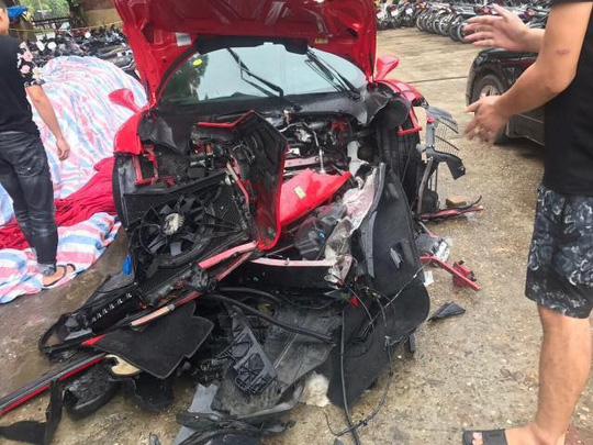 Công an bàn giao siêu xe Ferrari 488 lại cho ca sĩ Tuấn Hưng - Ảnh 1.