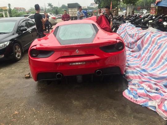 Công an bàn giao siêu xe Ferrari 488 lại cho ca sĩ Tuấn Hưng - Ảnh 2.