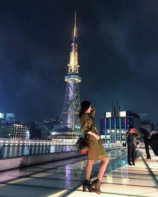 Nữ tiếp viên hàng không gốc Hoa bị chụp trộm gây sốt mạng xã hội - Ảnh 3.