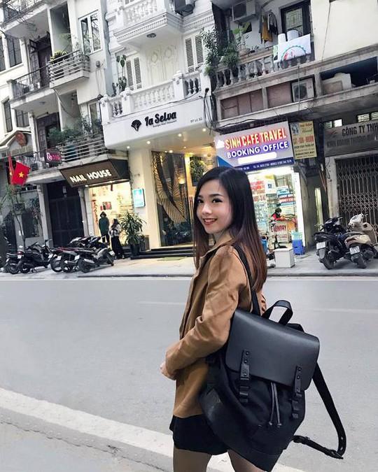 Nữ tiếp viên hàng không gốc Hoa bị chụp trộm gây sốt mạng xã hội - Ảnh 4.