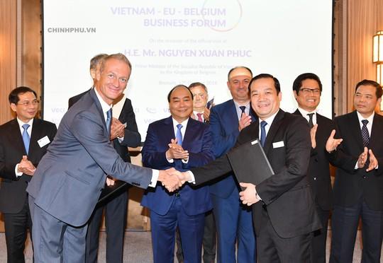 Thủ tướng: Tạo kỳ tích trong hợp tác vì lợi ích DN và người dân - Ảnh 3.