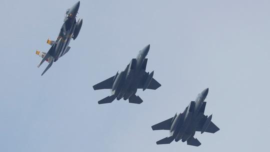 Chiến đấu cơ F-15 của Mỹ bắn nhầm quân nhà ở Syria - Ảnh 1.
