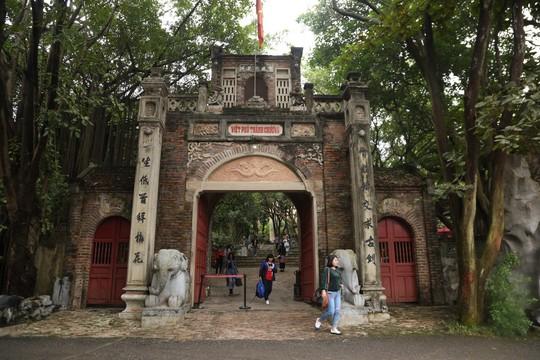 Chủ tịch Hà Nội trả lời việc xử lý vi phạm đất rừng Sóc Sơn - Ảnh 1.