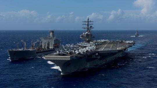 Trực thăng MH-60 rơi trên tàu sân bay Mỹ ngoài khơi Philippines - Ảnh 1.