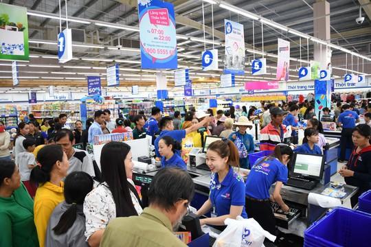 Siêu thị bán đồng giá 100.000 đồng cho hơn 100 mặt hàng hóa mỹ phẩm - Ảnh 1.