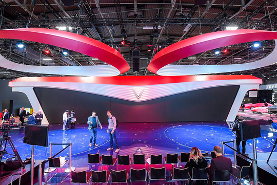 David Beckham là người đầu tiên trải nghiệm xe VinFast tại Paris Motor Show? - Ảnh 2.