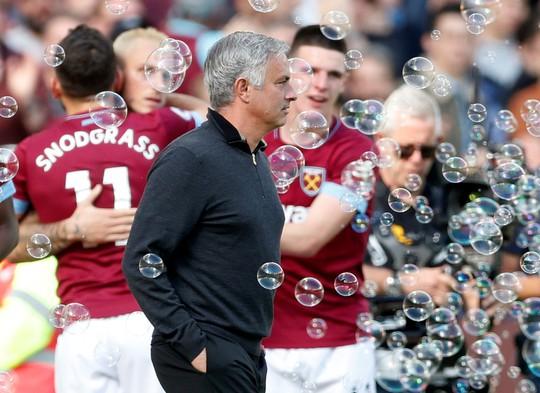 Sốc: Man United chính thức sa thải HLV Jose Mourinho - Ảnh 5.