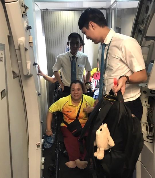 Vietnam Airlines dành thủ tục đặc biệt cho đoàn thể thao dự Asian Para Games 3 - Ảnh 4.