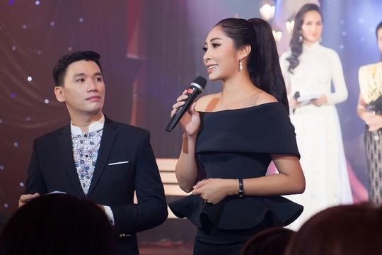 Hoa hậu Đặng Thu Thảo dốc sức gây quỹ cho Trái tim tôi hát - Ảnh 1.