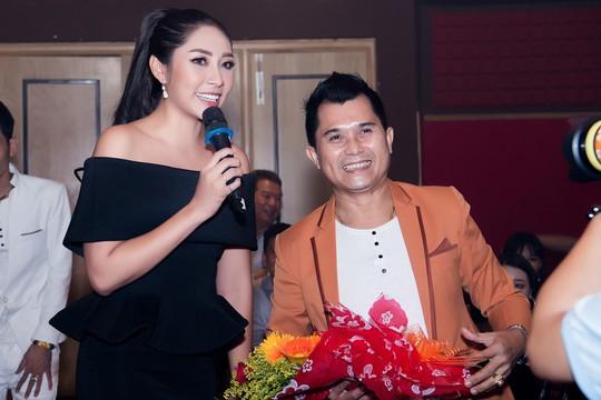 Hoa hậu Đặng Thu Thảo dốc sức gây quỹ cho Trái tim tôi hát - Ảnh 2.