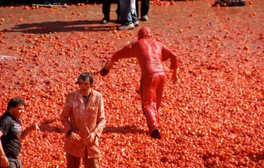 Lễ hội cà chua nhuộm đỏ Tây Ban Nha có gì thú vị? - Ảnh 2.