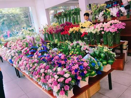 Hết thời những bó hoa quà tặng giá chục triệu - Ảnh 1.