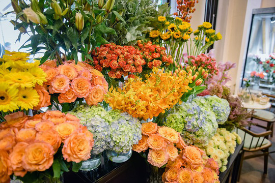Hết thời những bó hoa quà tặng giá chục triệu - Ảnh 2.