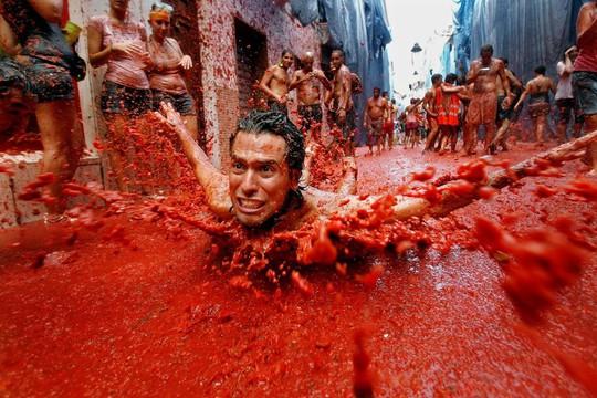 Lễ hội cà chua nhuộm đỏ Tây Ban Nha có gì thú vị? - Ảnh 11.