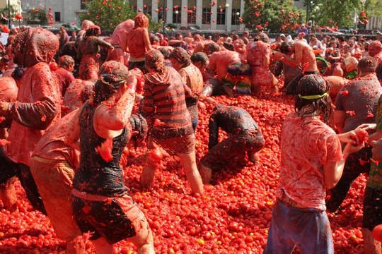 Lễ hội cà chua nhuộm đỏ Tây Ban Nha có gì thú vị? - Ảnh 3.