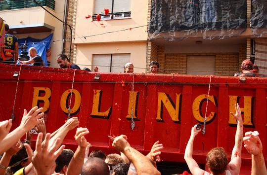 Lễ hội cà chua nhuộm đỏ Tây Ban Nha có gì thú vị? - Ảnh 7.