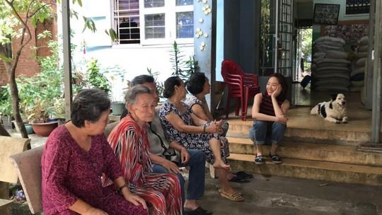 Có một Tóc Tiên giản dị đến thăm viện dưỡng lão nghệ sĩ - Ảnh 11.
