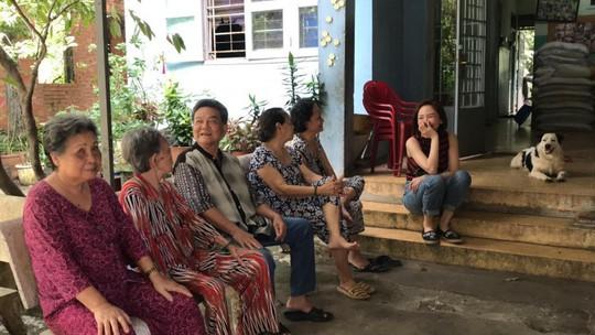 Có một Tóc Tiên giản dị đến thăm viện dưỡng lão nghệ sĩ - Ảnh 10.