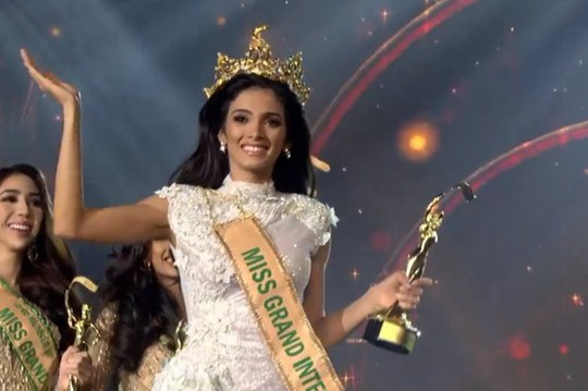 Tân Hoa hậu Hòa bình Quốc tế ngất xỉu trên sân khấu - Ảnh 4.