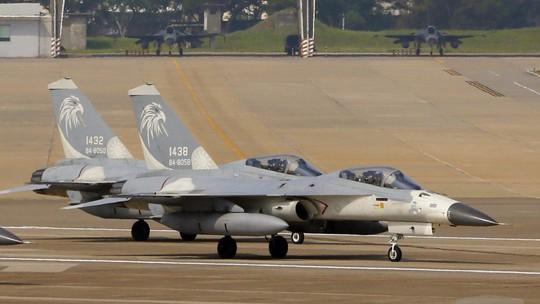 Phớt lờ Trung Quốc, Mỹ thông qua gói vũ khí 330 triệu USD cho Đài Loan - Ảnh 1.