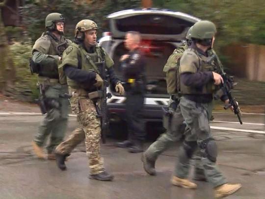 Mỹ: Xả súng tại giáo đường Do Thái, nhiều người thiệt mạng - Ảnh 2.