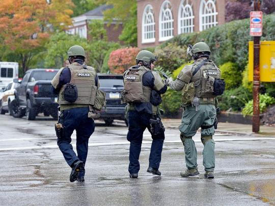Mỹ: Xả súng tại giáo đường Do Thái, nhiều người thiệt mạng - Ảnh 3.