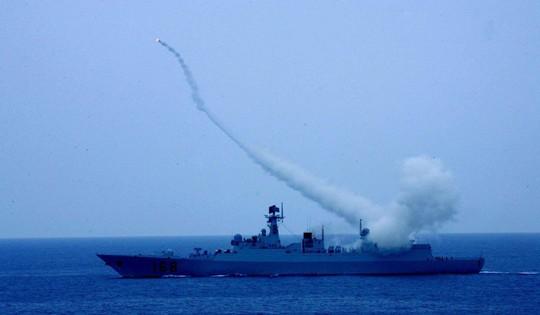 Đọ uy lực tàu chiến trong tập trận chung Trung Quốc - ASEAN - Ảnh 1.