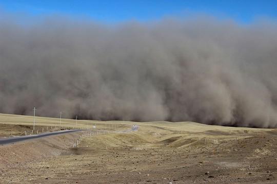 Khung cảnh ấn tượng trên con đường tơ lụa dài 6.500 km - Ảnh 1.