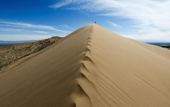 Khung cảnh ấn tượng trên con đường tơ lụa dài 6.500 km - Ảnh 7.