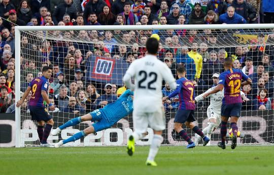 Hat-trick Suarez nhấn chìm Real Madrid ở El Clasico - Ảnh 3.