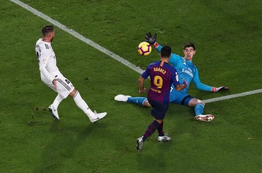 Hat-trick Suarez nhấn chìm Real Madrid ở El Clasico - Ảnh 4.