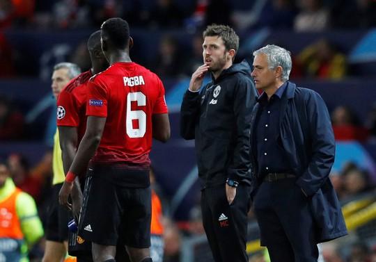 Chia điểm nhạt Valencia, Man United hứng chỉ trích tại Old Trafford - Ảnh 1.