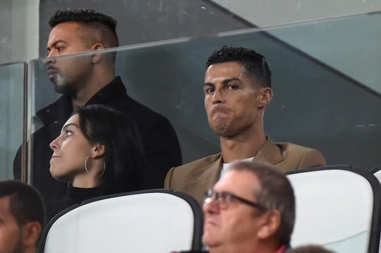 Chia điểm nhạt Valencia, Man United hứng chỉ trích tại Old Trafford - Ảnh 6.