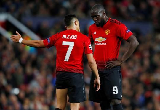 Chia điểm nhạt Valencia, Man United hứng chỉ trích tại Old Trafford - Ảnh 3.